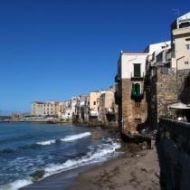 Case arroccate sul mare a Cefalù